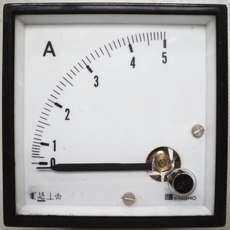 Amperímetro (escala: 5AMP)