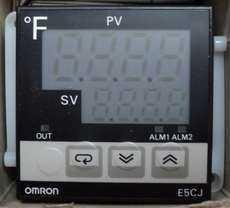 Controlador de temperatura (modelo: E5CJC2F)