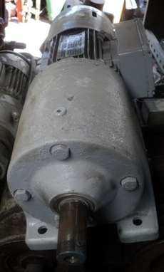 Motoredutor (modelo: R60 DT71D4)