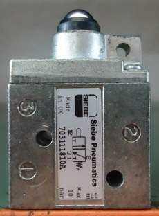Válvula pneumática (modelo: 703111810A)
