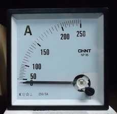 Amperímetro (escala: 250AMP)