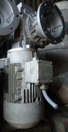 Motoredutor (marca: Varvel, motor: Siemens)