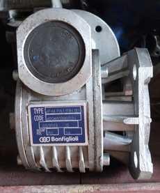 Redutor de velocidade (modelo: VF44FA1P71814)