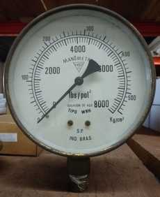 Manometro (escala: 8000lbs/pol2 550kg/cm2)