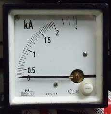 Amperímetro (escala: 2kAMP)