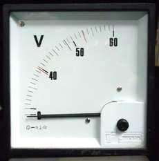 Voltímetro (escala: 60volts)