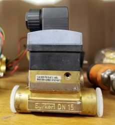 Válvula pneumática (modelo: SE308030 SN3325 423914E)