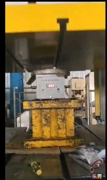 O testador de carga digital da série UTT é um instrumento de força (carga) com alta precisão de teste, que pode facilmente calibrar e testar a carga de prensas hidráulicas e mecânicas e outros equipamentos de estampagem e forjamento.